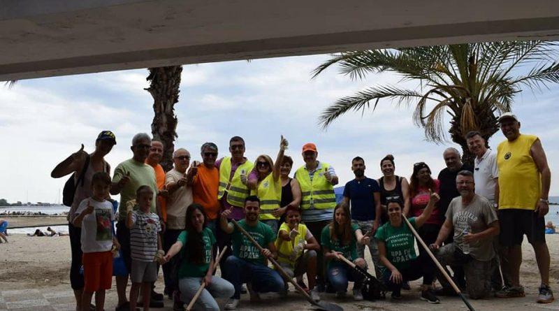 Καθάρισαν την παραλία του Αγίου Κοσμά