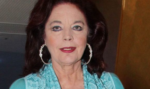 Cine Άλιμος: Ο Γιάννης Βογιατζής αποχαιρετά την Καίτη Παπανίκα