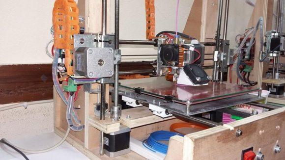 2ο Γυμνάσιο Βούλας: Ο καθηγητής των μαθηματικών που έφτιαξε εκτυπωτή τρισδιάστατης εκτύπωσης