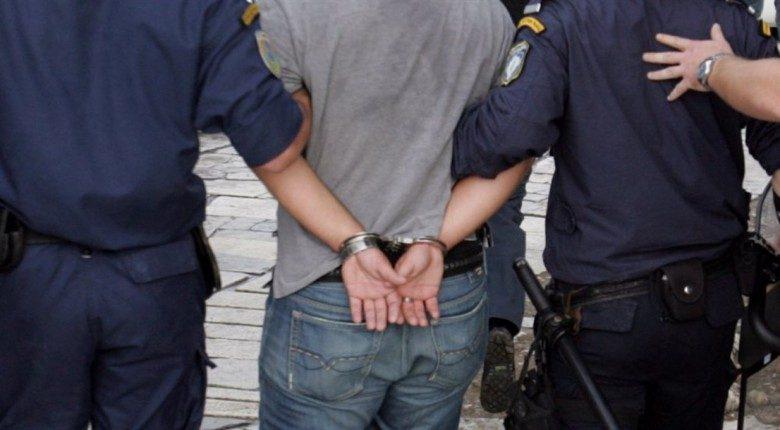 Γλυφάδα: Χειροπέδες σε «μαϊμού» αστυνομικό