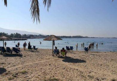 Παραλία Αγίου Κοσμά: Κατάλληλη για κολύμπι λέει η Αποκεντρωμένη, ακατάλληλη το ΠΑΚΟΕ