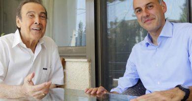 Ο Τόλης Βοσκόπουλος σε μία ανεπανάληπτη συναυλία στη Γλυφάδα (18 Iουλίου)