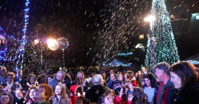 «Χιόνισε» κέφι και χαρά στον δήμο Βάρης Βούλας Βουλιαγμένης (ΕΙΚΟΝΕΣ)