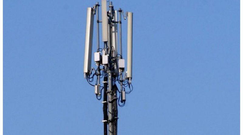 Ξηλώνονται οι κεραίες κινητής τηλεφωνίας, σε 300 μέτρα από σχολεία
