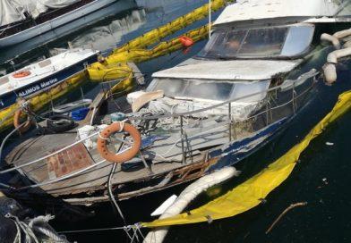Βούλιαξε σκάφος που ήταν παράνομα δεμένο στη μαρίνα Αλίμου (EIKONEΣ)