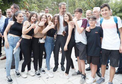 Επίσκεψη του Κυριάκου Μητσοτάκη στη Γλυφάδα (EIKONEΣ)