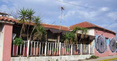 Παλιά Γλυφάδα: Έτσι ήταν η αγροικία του Πέτρου Τρακάδα, πριν γίνει η ταβέρνα «Μπάρμπα Πέτρος»