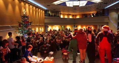 Πλήθος κόσμου στην φωταγώγηση του Χριστουγεννιάτικου Δέντρου της Αγάπης και τη Προσφοράς